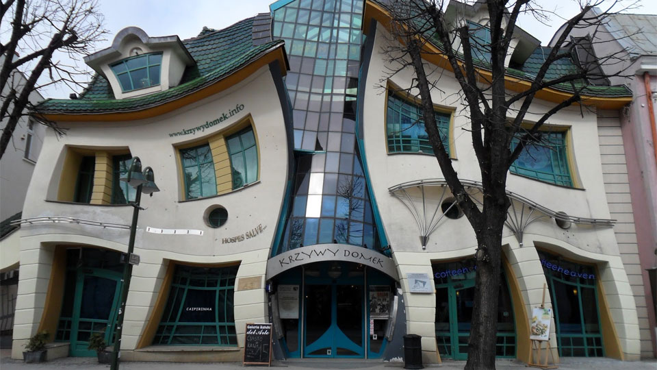 5.The Crooked House, Poland