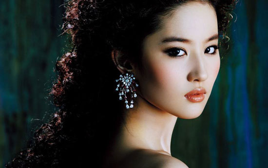 3.Liu Yifei is a professional singer, model and actress